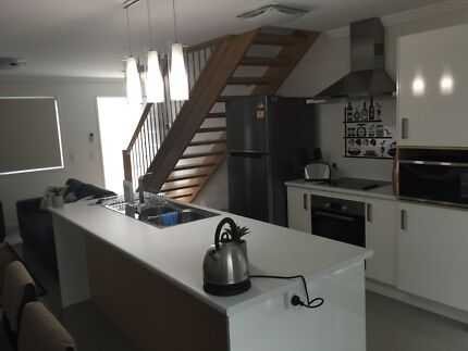 Room for rent in modern fully furnished 3br townhouse  Gladstone Gladstone City Preview