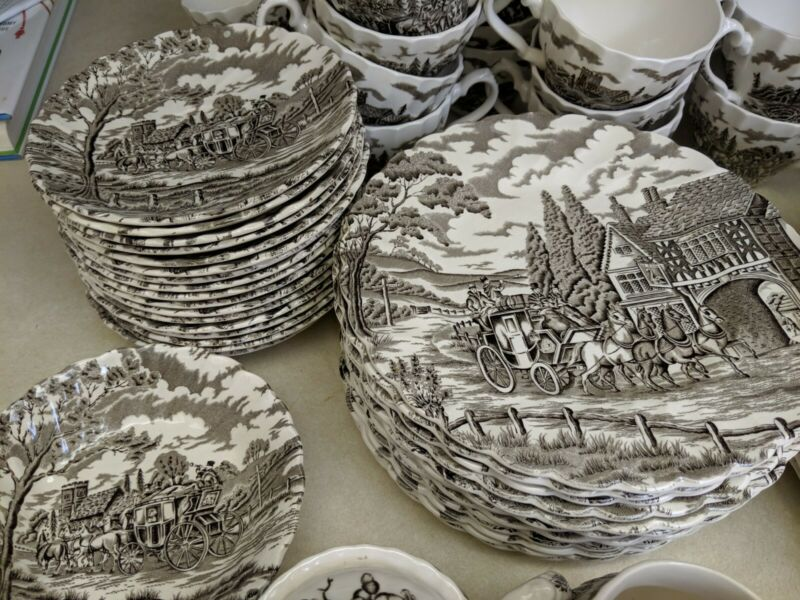 Royal mail fine staffordshire ironstone black and white set of 70 plates teacups