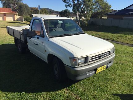 1997 hilux 2.7 work mate  Warners Bay Lake Macquarie Area Preview