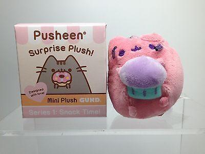 Gund PUSHEEN Series 1 SNACK TIME Plush Keychain - CUPCAKE