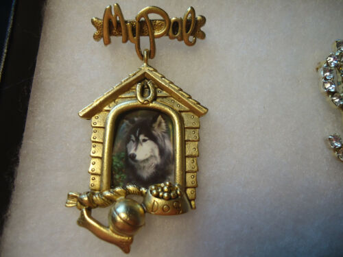 """Danecraft vtg/nos gold tone """"My Pal"""" dog house picture pin"""