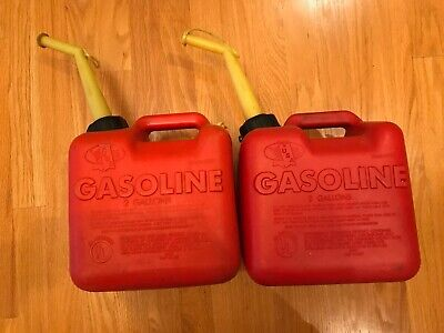 2 Chilton 2 gallon Gas Cans Model P20