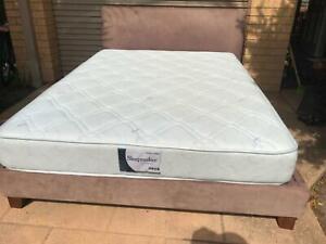 Queen size slat velour bed