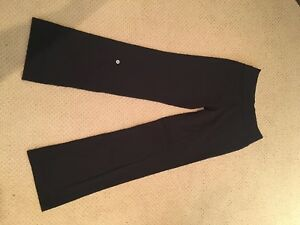 Lululemon yoga pants, size 6