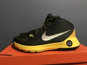 KD Trey Five basketball shoe