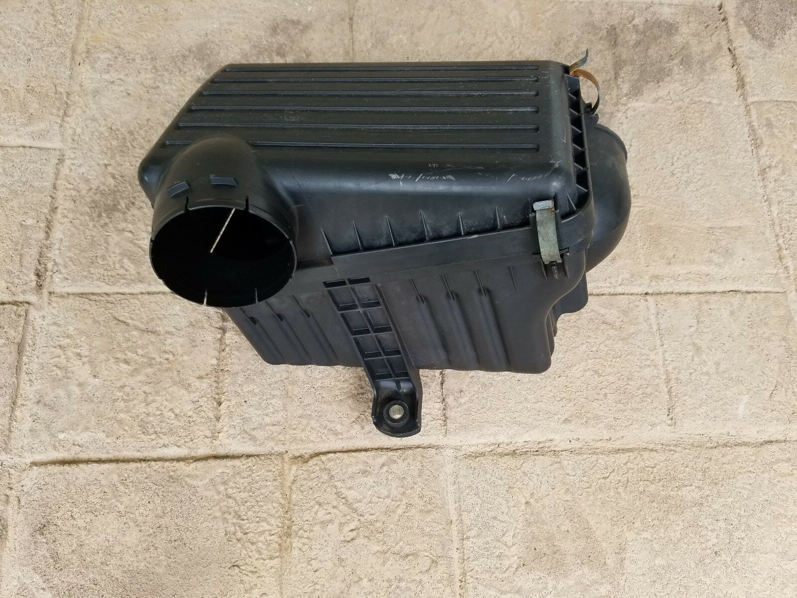 Used Isuzu Air Cleaner Assemblies For Sale 2005 Ascender Fuel Filter 1999 2002 Trooper Intake Housing Box Oem