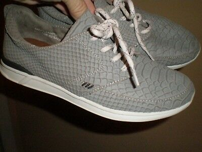 Reef Rover Gray Snake Lace Up Shoes > Leather Upper Sneakers SAMPLE sz 7 Reef Snake