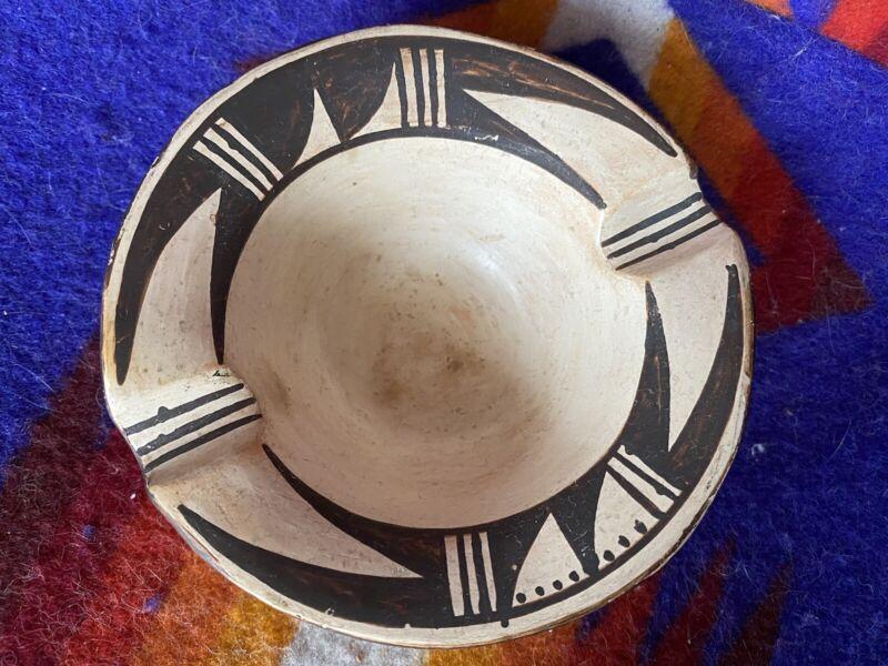 ANTIQUE VINTAGE HOPI Pottery Native American INDIAN HAND Made ASHTRAY Spider Mrk