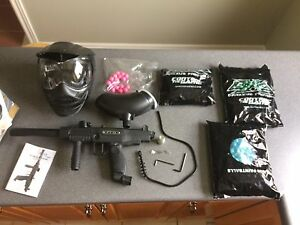 Tippman ft-12 with paintballs and accessories