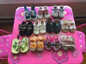 Baby girl's shoes (size 3-4)