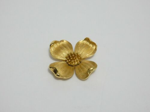 VINTAGE CROWN TRIFARI GOLD TONE DOGWOOD FLOWER BROOCH PIN
