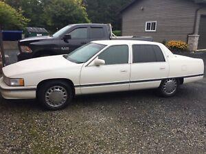 Cadillac DeVille $3500 en très bonne condition. A/C