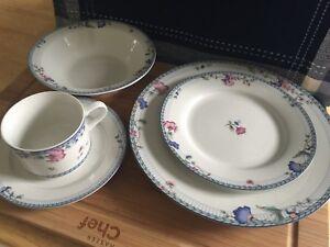Large Set of Oneida Dishes.
