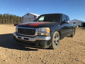 GMC SEIRRA 1500 — NEED SOLD ASAP — works great LOW KILOMETRES!