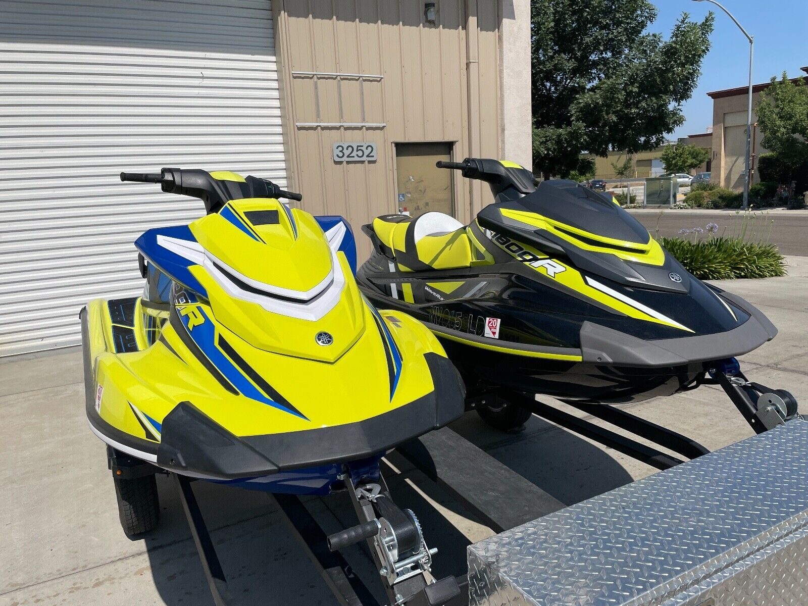 two 2020 yamaha waverunner jet skis 10hours each with trailer