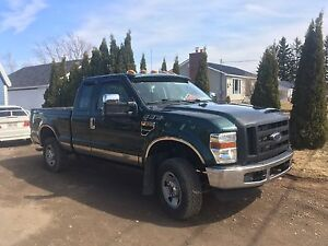 2010 Ford F-250 XL Super Duty 5.3L V8 4x4! LOW KMS! CHEAP PRICE!