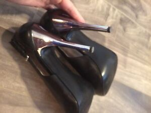 brand new condition GUESS shoes size 7  Kitchener / Waterloo Kitchener Area image 3