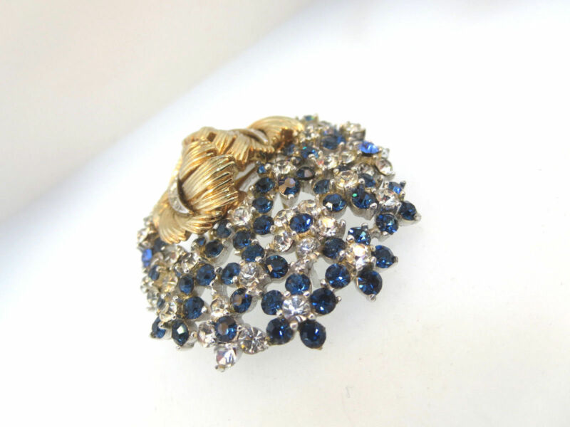 ART DECO SIGNED BOUCHER FUR CLIP WITH BLUE & WHITE CLEAR CRYSTALS