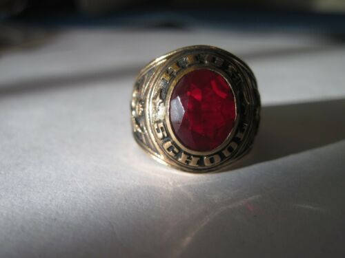 Generic High School ring 198?  size    4 1/2