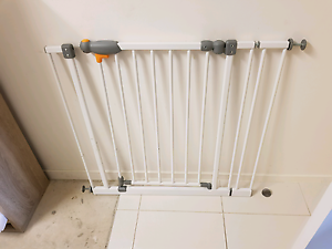 Baby safety gate Merrimac Gold Coast City Preview