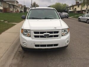2009 Ford Escape hybrid with only 98000 km ,