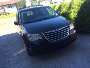 REDUCED- Chrysler Town & Country 2008- Touring