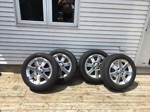 Mags à vendre 16 pouces Nissan sur pneu Pirelli 205 55 16