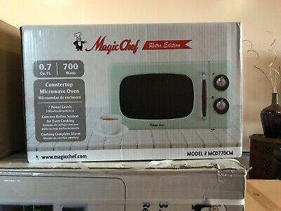 Magic Chef Retro Edition 0.7 Cu Ft 700W Countertop Microwave Oven In Mint Green