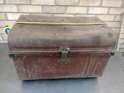 VINTAGE TIN CHEST , VERY RETRO , GREAT TO UPCYCLE INTO COFFEE TABLE