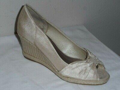 LifeStride Rhonda Womens Pearl Satin Espadrille Peep Wedge Shoe NWOB - Size 6.5M