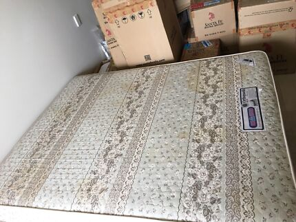 Double bed mattress and base, with feet