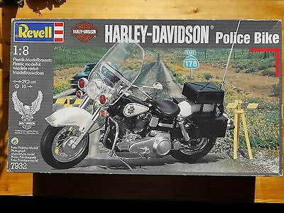 Harley Davidson Electra Glide Police Bike, Revell Bausatz Kit #7932 in 1:8 boxed