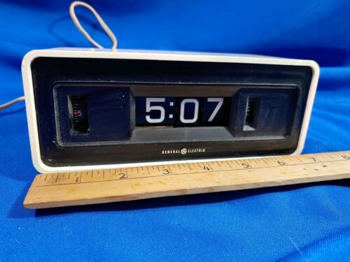 GE White Flip Panel Alarm Clock WORKS Model 8125 Groundhog Day VTG MCM General