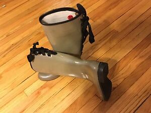 New Dav rain boots size 10