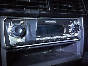 Universal car CD player with AUX Windsor Region Ontario image 5