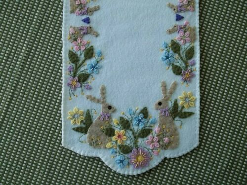 Bunnies and Blossoms Table Runner 21 1/2x10 w/fs