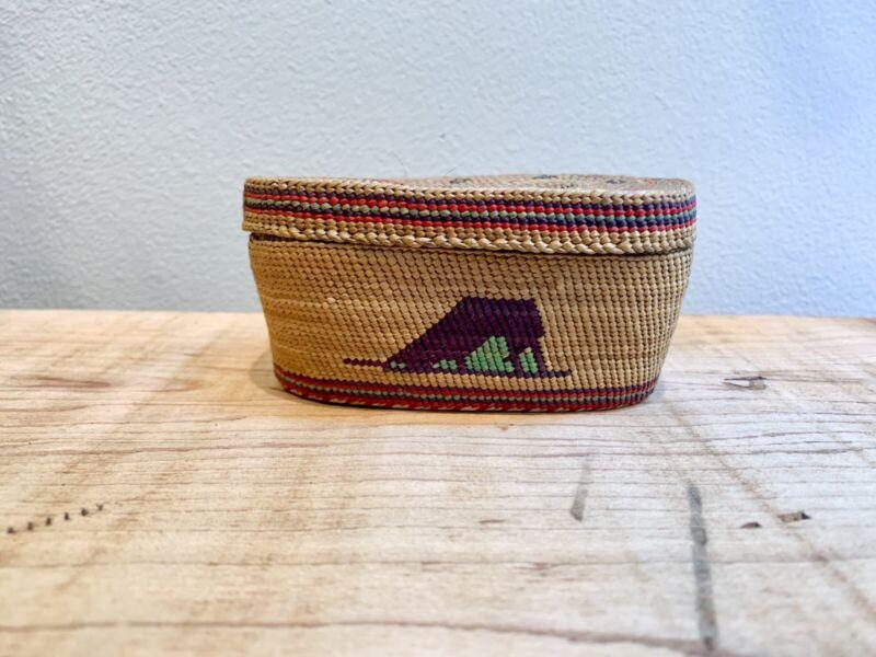 Vintage Makah Tlingit Nootka Lidded Basket Pictoral Mountain