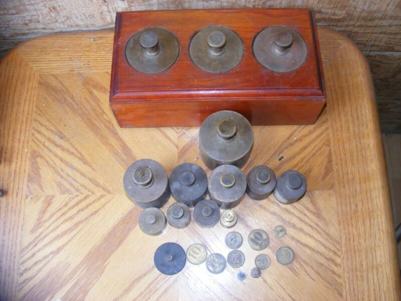 LOT OF 24 VINTAGE ANTIQUE BRASS BALANCE SCALE WEIGHTS