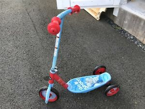 Kids 3 wheeler scooter. Excellent condition.
