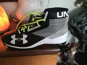 Under armour football cleats size 13 mens