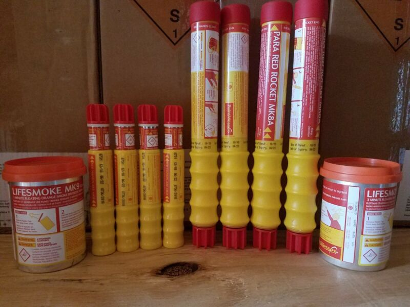 Pains Wessex Flare Set (Rocket, Hand, Smoke) Offshore Camping Boating 04/2020