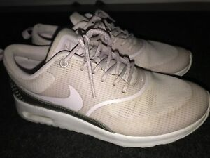 MUST GO - WOMENS NIKE AIR MAX THEA SIZE 7