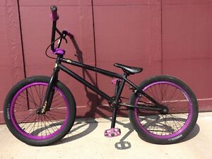 2012 VH1 Purple/Black Edition (barely used)