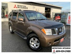 2005 Nissan Pathfinder SE 4WD; LOW KMS! Navi, bluetooth, remote
