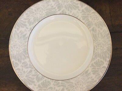 Wedgewood VERA WANG VERA CHANTILLY LACE BREAD & BUTTER  PLATE WHITE & SILVER Vera Wang Silverplate