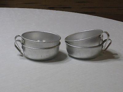 Set of 4 Vintage Aluminum Cup/Scoop with Handles
