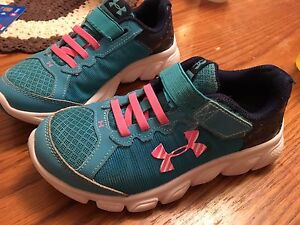 Girls size 13 under armour shoes
