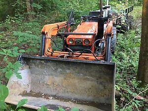 Tracteur kubota b7100