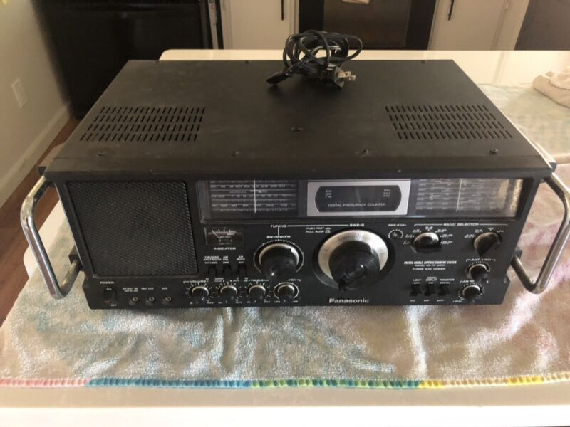 Panasonic 10BAND FM/AM/SW1-8  Receiver Model No RF-4900, Great Condition.