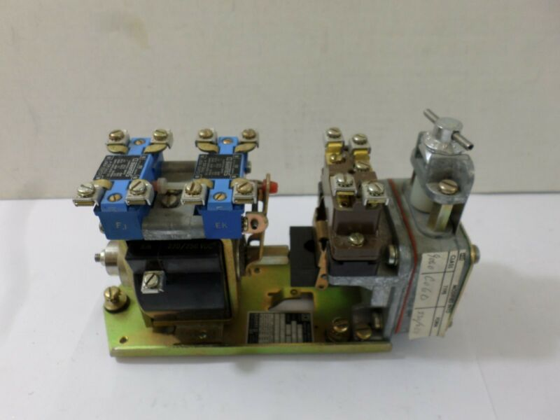Used Square D Pneumatic Timing Relay 9050 C04D  ser D 31018-548-52  9007 BO4